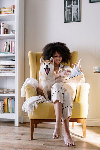 Rincon de lectura con sillon
