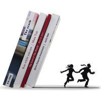 Sujetalibros pareja corriendo